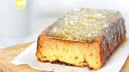 Cake à la noix de coco, glaçage mangue