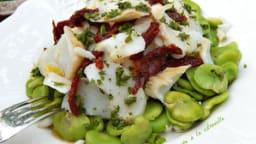 Salade de fèves et morue, vinaigrette aux cebettes