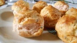 Petits choux truffés à la mousse de saumon fumé