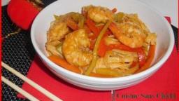Nouilles sautées au wok et crevettes marinées