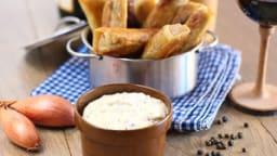 Croustillant d'andouillette à la pomme façon nem, sauce moutarde à l'ancienne