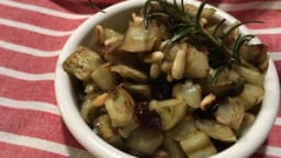 Aubergines aux pignons de pin, romarin et cranberries