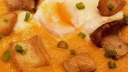 Soupe de potiron aux champignons et oeuf poché