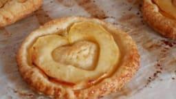 Tarte fine aux pommes et pâte feuilletée express