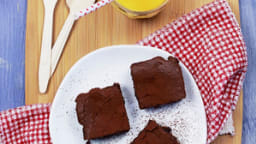 Brownie au chocolat noir, noisettes et zestes d'orange