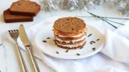 Millefeuille de pain d'épices au saumon et fromage frais