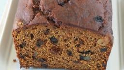 Cake à la citrouille , épices, noix et raisins secs