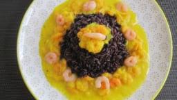 Riz venere et crevettes à la sauce safranée