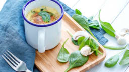 Mug quiche aux légumes et bacon