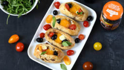 Egg boat aux olives, tomates et mozzarella