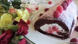 Roulé au chocolat & chantilly, fève tonka et framboises