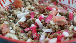 Salade de lentilles au haddock, radis et pamplemousse