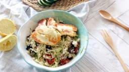 Salade de boulghour aux courgettes râpées et halloumi grillé