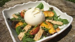 Salade de nectarine, poulet et burrata