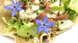 Salade dans sa galette de pois chiche indienne