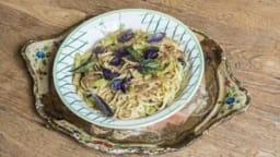 Pasta con mollica e zucchine
