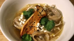 Raviolis au porc soja et champignons, bouillon clair