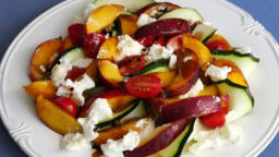 Salade nectarine courgette burrata