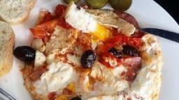 Oeufs à la tomate, chorizo et à la ricotta salée