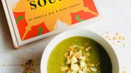 Soupe brocoli, Stilton et amandes grillées