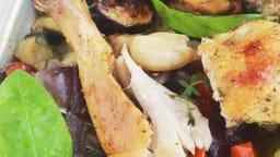 Poulet rôti et légumes de ratatouille au four