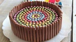 Gâteau d'anniversaire au chocolat et smarties