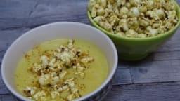 Soupe au maïs, curry et cumin et pop corn aux épices