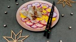Nems de canard aux raisins, carpaccio de légumes croquants, sauce au sésame