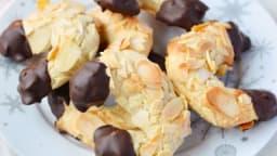 Croissants à la pâte d'amande, amandes et chocolat