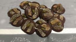 Mendiants au chocolat à l'orange aux lamelles d'écorces de citrons et oranges confites