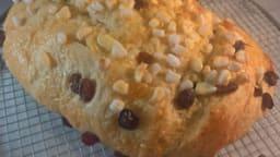 Brioche au sucre perlé et raisins secs