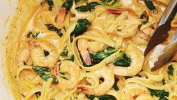 Pâtes aux crevettes et épinards