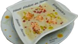 Velouté d'endives aux dés de saumon, gingembre et baies roses