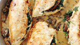 Poulet farci aux épinards, sauce champignons