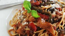 Spaghetti sauce tomate, poivrons et aubergine