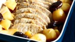 Rôti de cochon aux pommes de terre et pruneaux