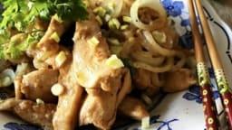 Poulet au curry rouge thaï et à l'ail