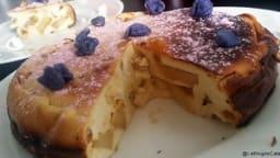 Gâteau au fromage blanc, pomme caramélisée et raisins secs