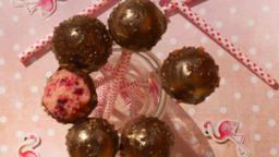 Pop cake aux biscuits rose de Reims et pétales d'hibiscus