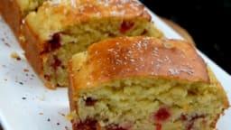 Gâteau moelleux aux framboises à la noix de coco