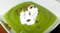 Gaspacho tout vert et quenelle de chèvre frais à la ciboulette