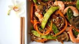 Wok de légumes croquants et crevettes à l'asiatique