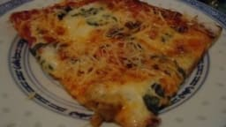 Pizza jambon champignon basilic