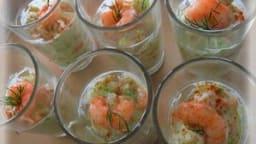 tartare de concombre avocat et crevettes en verrine