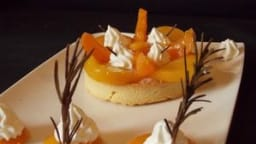 Tartelettes crème diplomate Pêches Abricots pochés au romarin