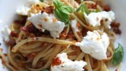 Linguine aux tomates séchées et à la mozzarella