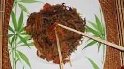 Poulet aux vermicelles et champignons noirs