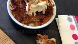 Crumble aux pommes, caramel au beurre salé et sa boule de glace vanille