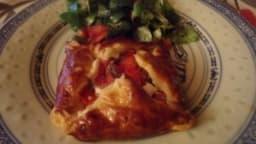 Feuilletés chèvre lardons tomate basilic