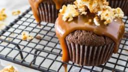 Cupcakes au Chocolat, Coulis de Caramel épicé et Pop Corn